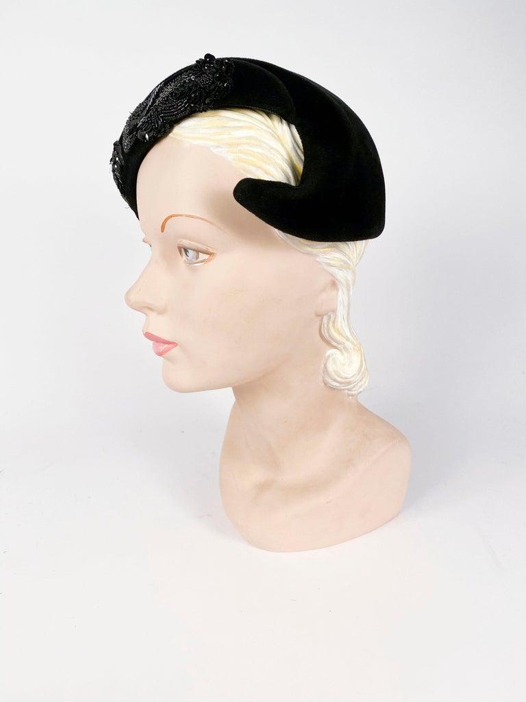 1950s Roos Bros. Black Velvet Hat For Sale 2