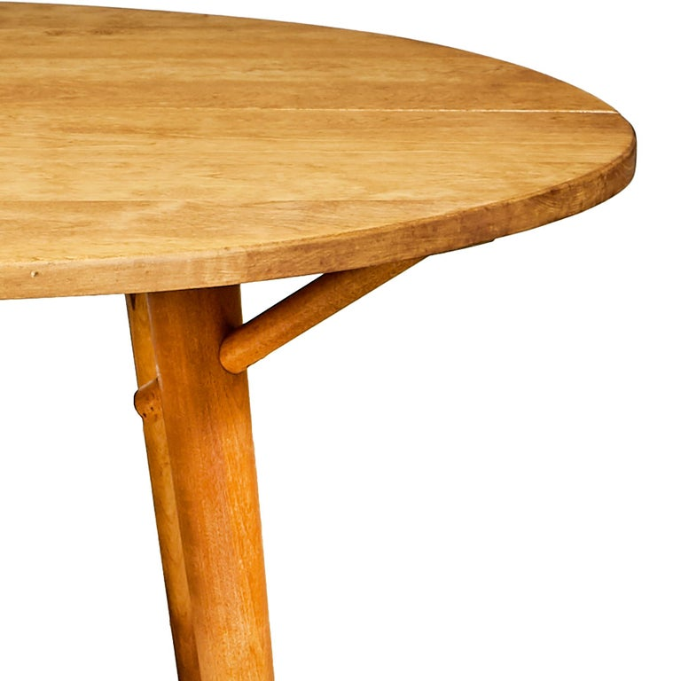 American 1950s Round Maple Wood Dining Table For Sale
