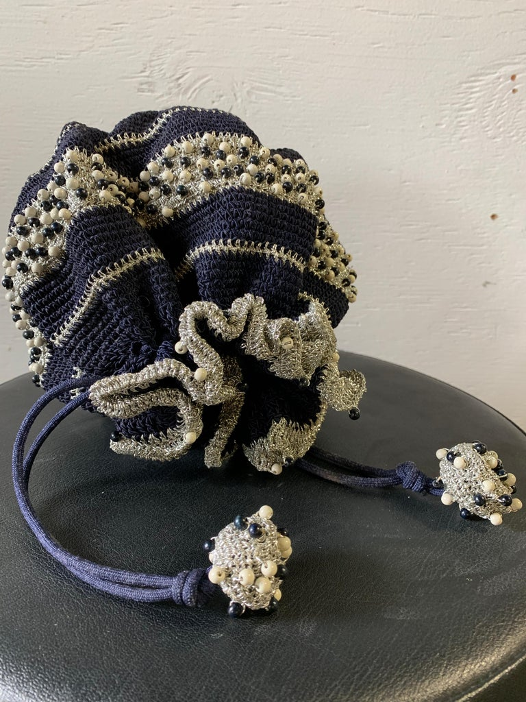 1950s Round Navy & Silver Metallic Crochet Summer Handbag W/ Wooden Beading For Sale 7