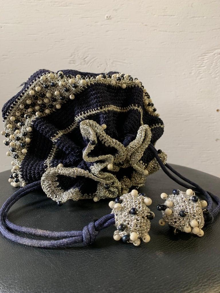 1950s Round Navy & Silver Metallic Crochet Summer Handbag W/ Wooden Beading For Sale 8
