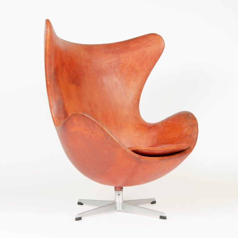 Danish 1950s Scandinavian Modern Lounge Chair by Arne Jacobsen for Fritz Hansen For Sale