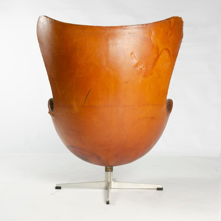 1950s Scandinavian Modern Lounge Chair by Arne Jacobsen for Fritz Hansen In Good Condition For Sale In Sagaponack, NY