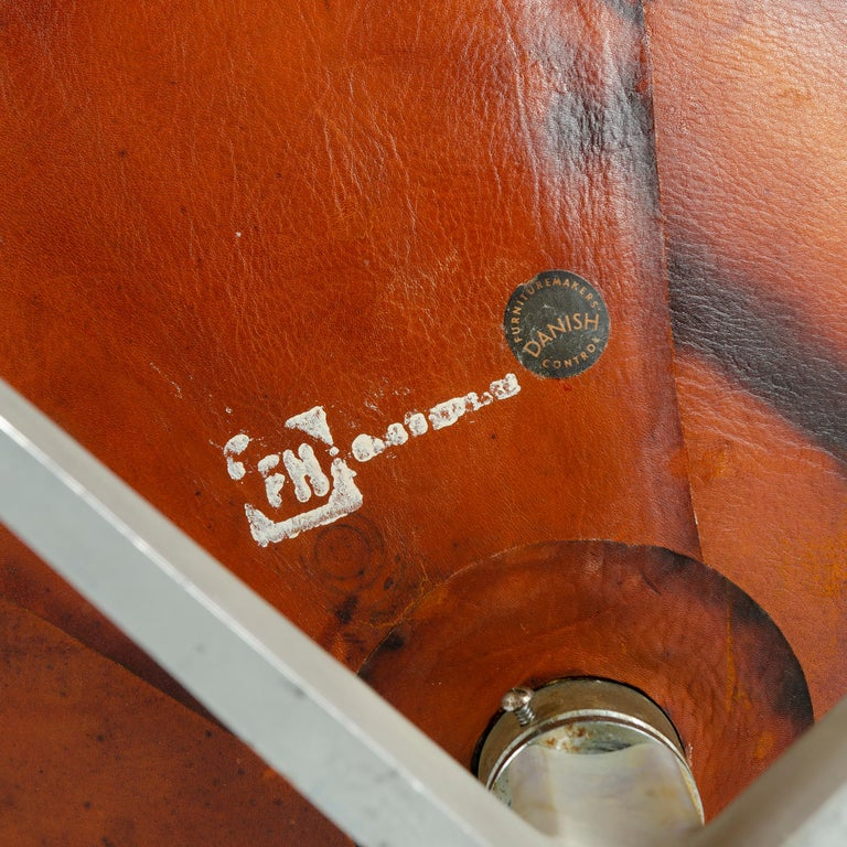 Leather 1950s Scandinavian Modern Lounge Chair by Arne Jacobsen for Fritz Hansen For Sale