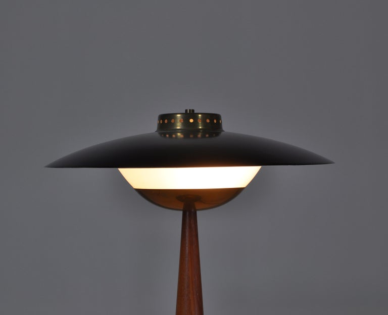 1950s Scandinavian Modern Table Lamp in Brass, Opal Glass and Teakwood In Good Condition For Sale In Odense, DK