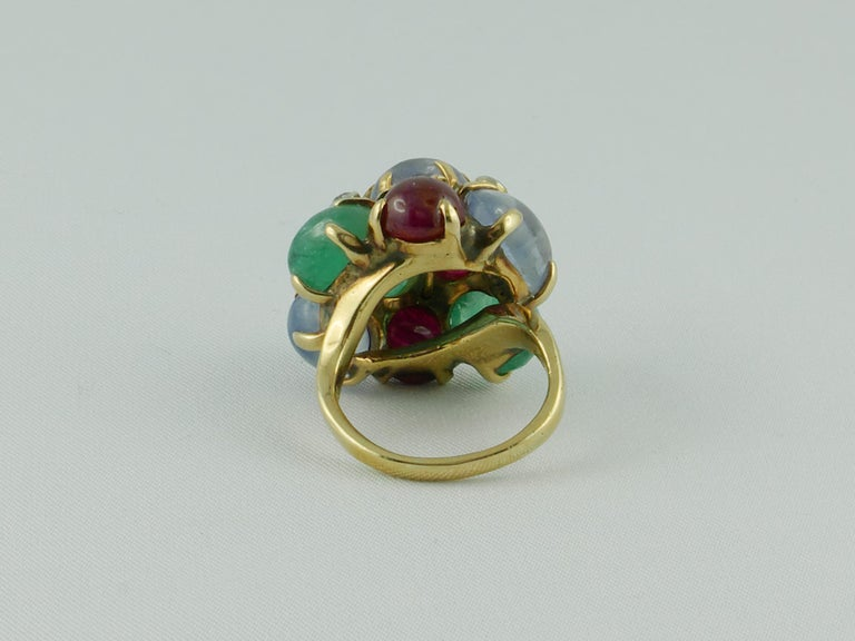 1950s Seaman Schepps Ring Ruby Emerald Sapphire Diamond 14 Karat Yellow Gold In Good Condition For Sale In Torino, IT
