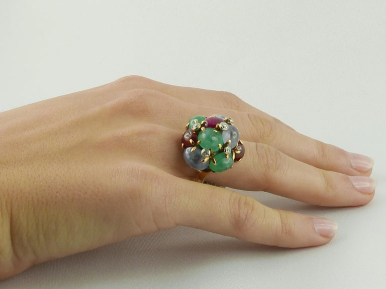 1950s Seaman Schepps Ring Ruby Emerald Sapphire Diamond 14 Karat Yellow Gold For Sale 2