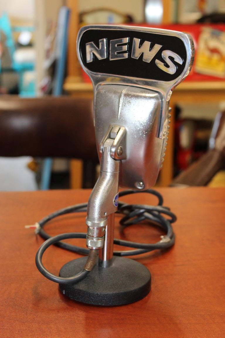 1950s Shure Model 51 Dynamic Microphone with News Topper For Sale 5