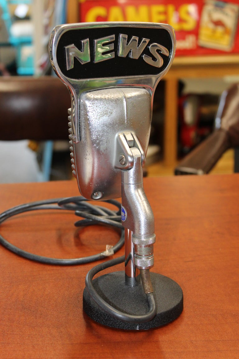 1950s Shure Model 51 Dynamic Microphone with News Topper For Sale 6