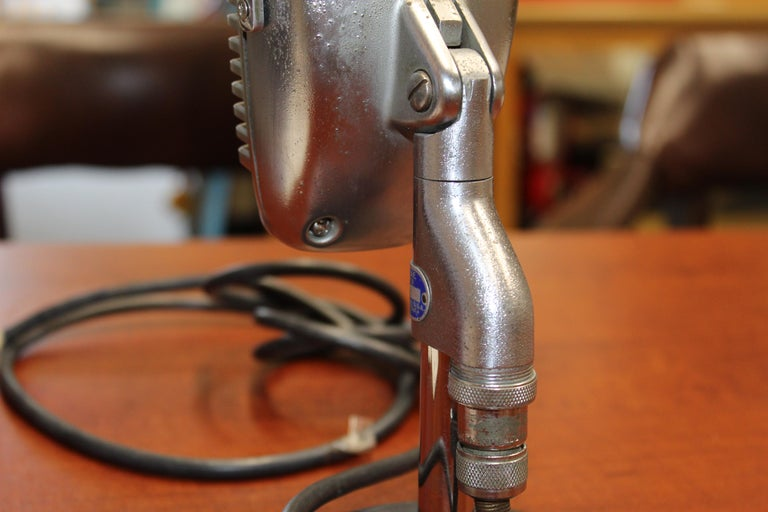 1950s Shure Model 51 Dynamic Microphone with News Topper For Sale 8