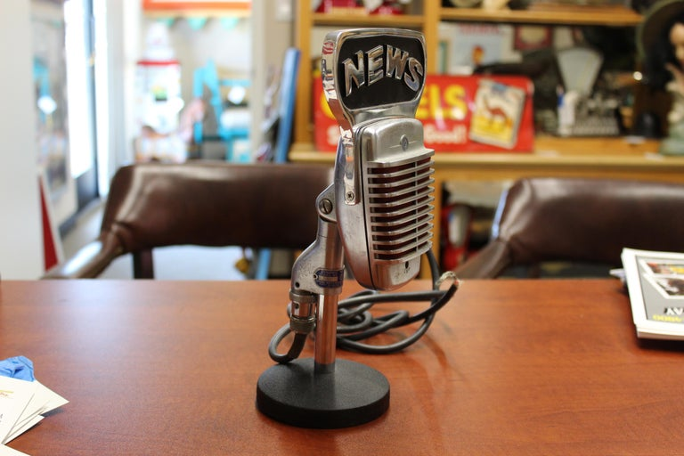 1950s Shure Model 51 Dynamic Microphone with News Topper For Sale 1