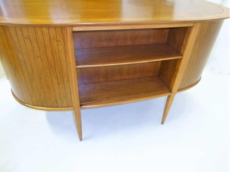 1950s Sophisticates Walnut Desk by John Lubberts & Lambert Mulder for Tomlinson For Sale 2