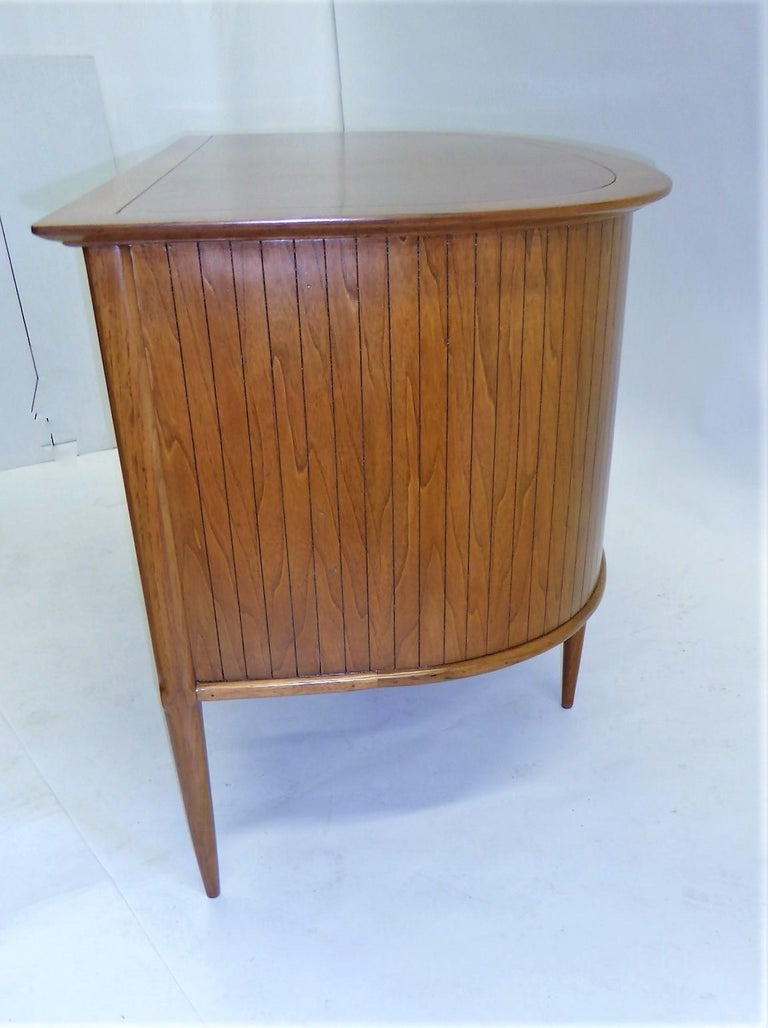 1950s Sophisticates Walnut Desk by John Lubberts & Lambert Mulder for Tomlinson For Sale 3