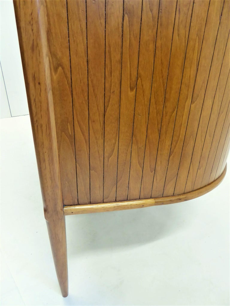1950s Sophisticates Walnut Desk by John Lubberts & Lambert Mulder for Tomlinson For Sale 4