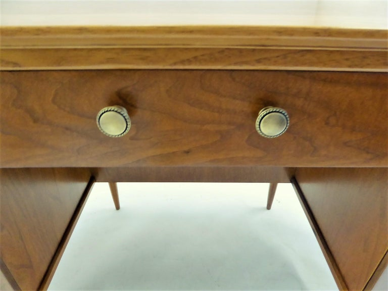 1950s Sophisticates Walnut Desk by John Lubberts & Lambert Mulder for Tomlinson For Sale 7