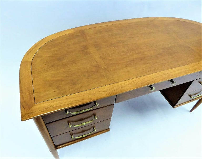 1950s Sophisticates Walnut Desk by John Lubberts & Lambert Mulder for Tomlinson In Good Condition For Sale In Miami, FL