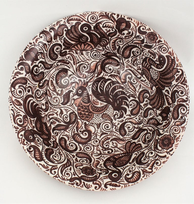 1950s Spanish Talavera Glazed Ceramic Large Bowl or Lebrillo in Monochrome Brown In Excellent Condition For Sale In Barcelona, ES
