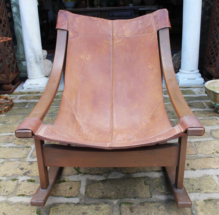 1950s Spanish Wood and Leather Rocking Chair In Good Condition For Sale In Malaga, ES