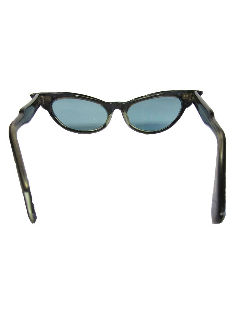 1950s Spotted and Jeweled Cat Eye Sunglasses   In Excellent Condition For Sale In Houston, TX