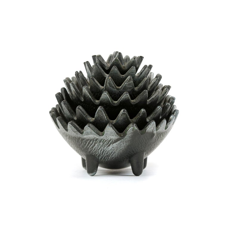 1950s Stackable Hedgehog Ashtrays In Good Condition For Sale In Sagaponack, NY