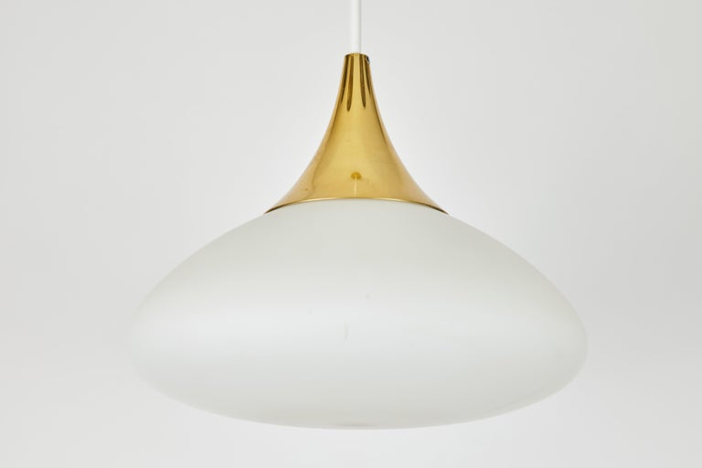 1950s Stilnovo Glass and Brass Pendant In Good Condition For Sale In Glendale, CA