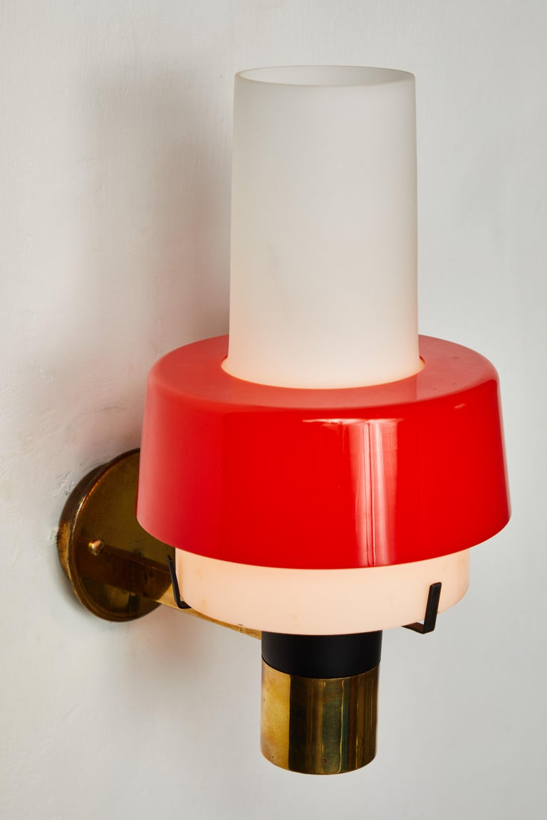 Painted 1950s Stilnovo Model 2079/1 Brass and Glass Sconce with Original Label For Sale