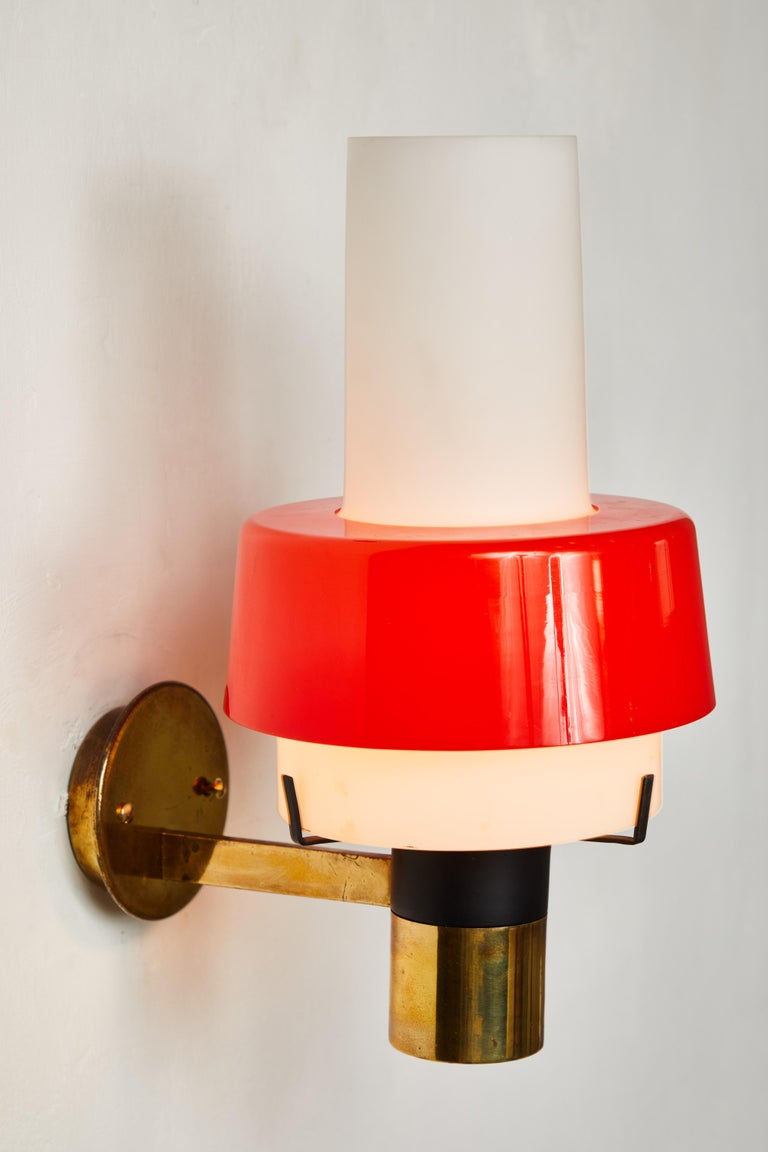 1950s Stilnovo Model 2079/1 Brass and Glass Sconce with Original Label In Good Condition For Sale In Glendale, CA