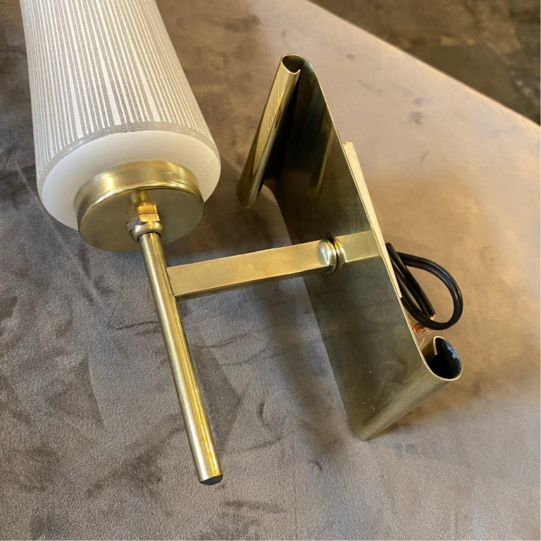 1950s Stilnovo Style Mid-Century Modern Set of Two Brass and Glass Wall Sconces For Sale 3