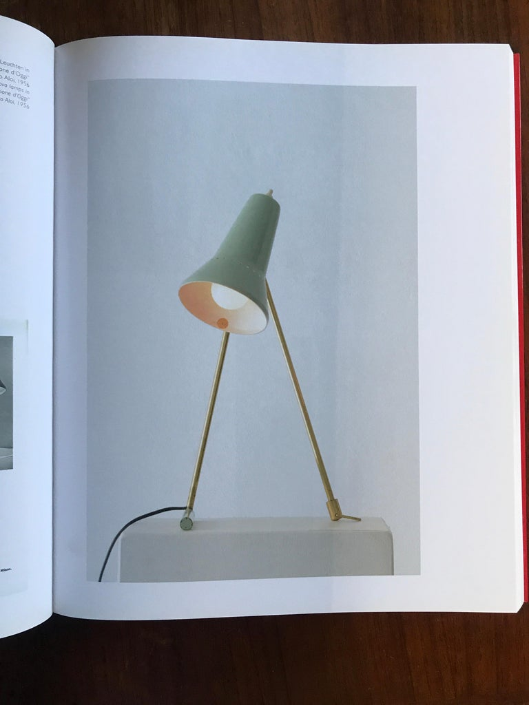 1950s Stilnovo wall or table lamp. Featuring two sculptural brass and painted metal legs, with the original green lacquered aluminum shade. A delicate and refined design characteristic of 1950s Italian design at its highest level.  Stilnovo was