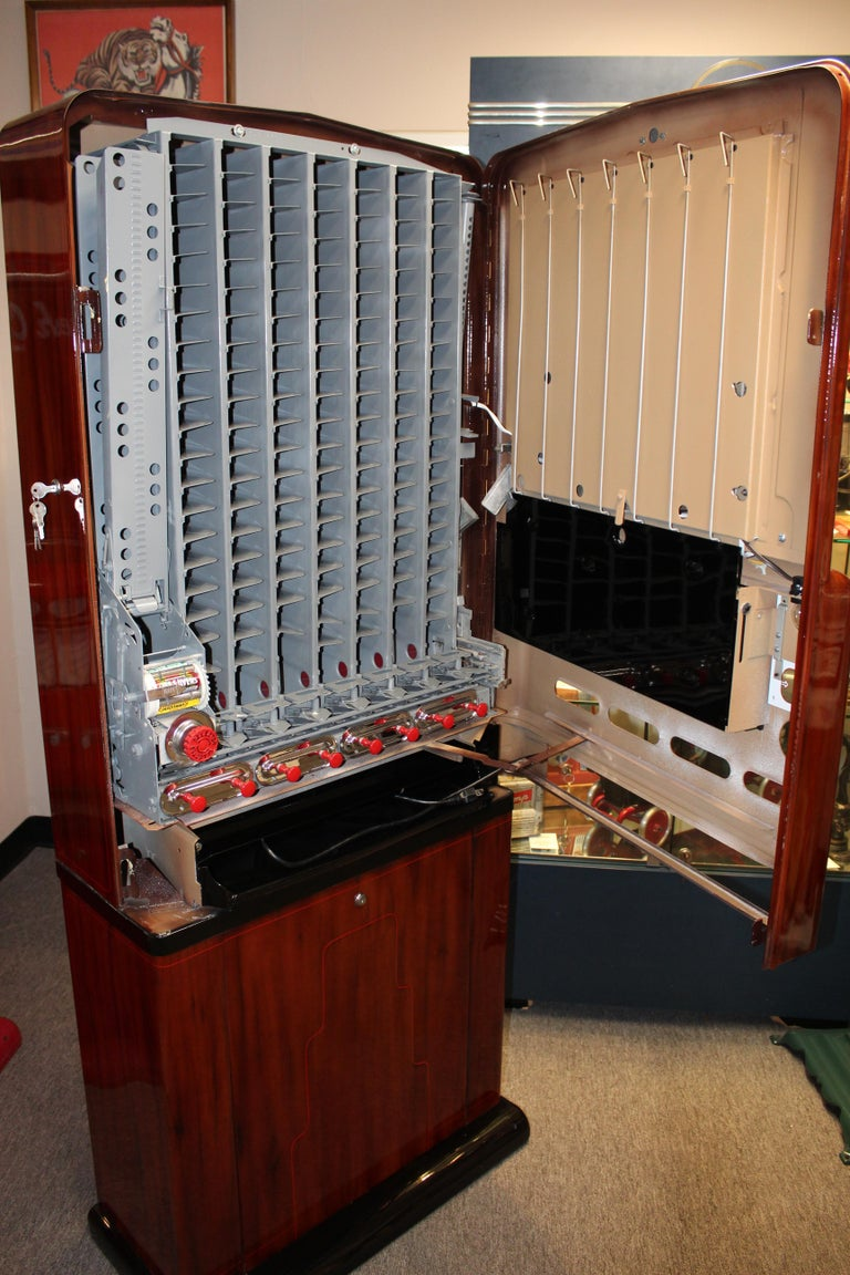 1950s Stoner Univendor Theater Candy Eight Pull Dispenser Vending Machine In Good Condition For Sale In Orange, CA