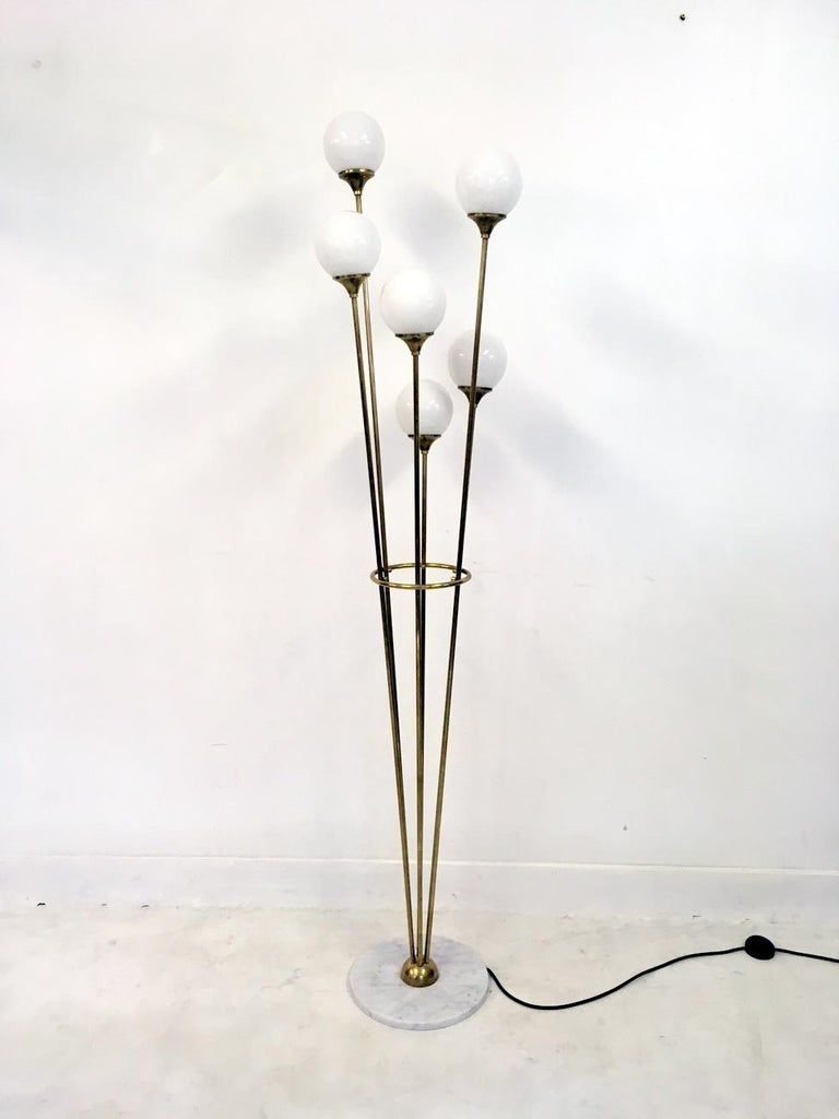 1950s Style Italian Glass Ball and Brass Floor Lamp For Sale 2