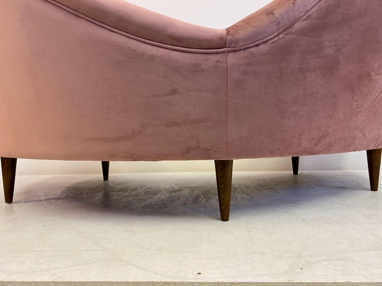 1950s Style Italian Sofa in Soft Pink Velvet For Sale 5