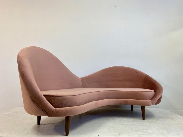 1950s Style Italian Sofa in Soft Pink Velvet For Sale 1