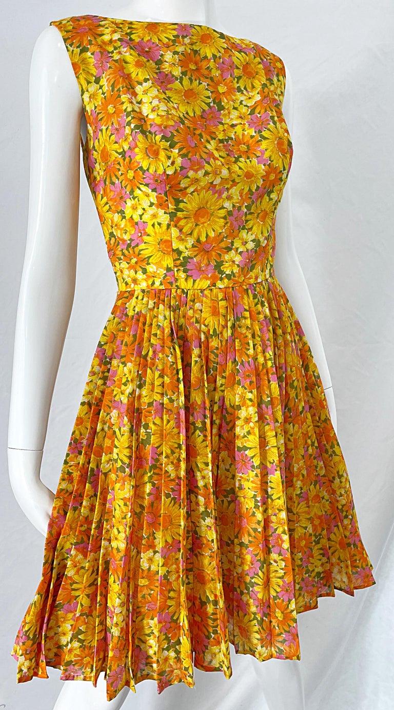 1950s Suzy Perette Yellow Pink Orange Daisy Print Cotton Vintage 50s Dress For Sale 6