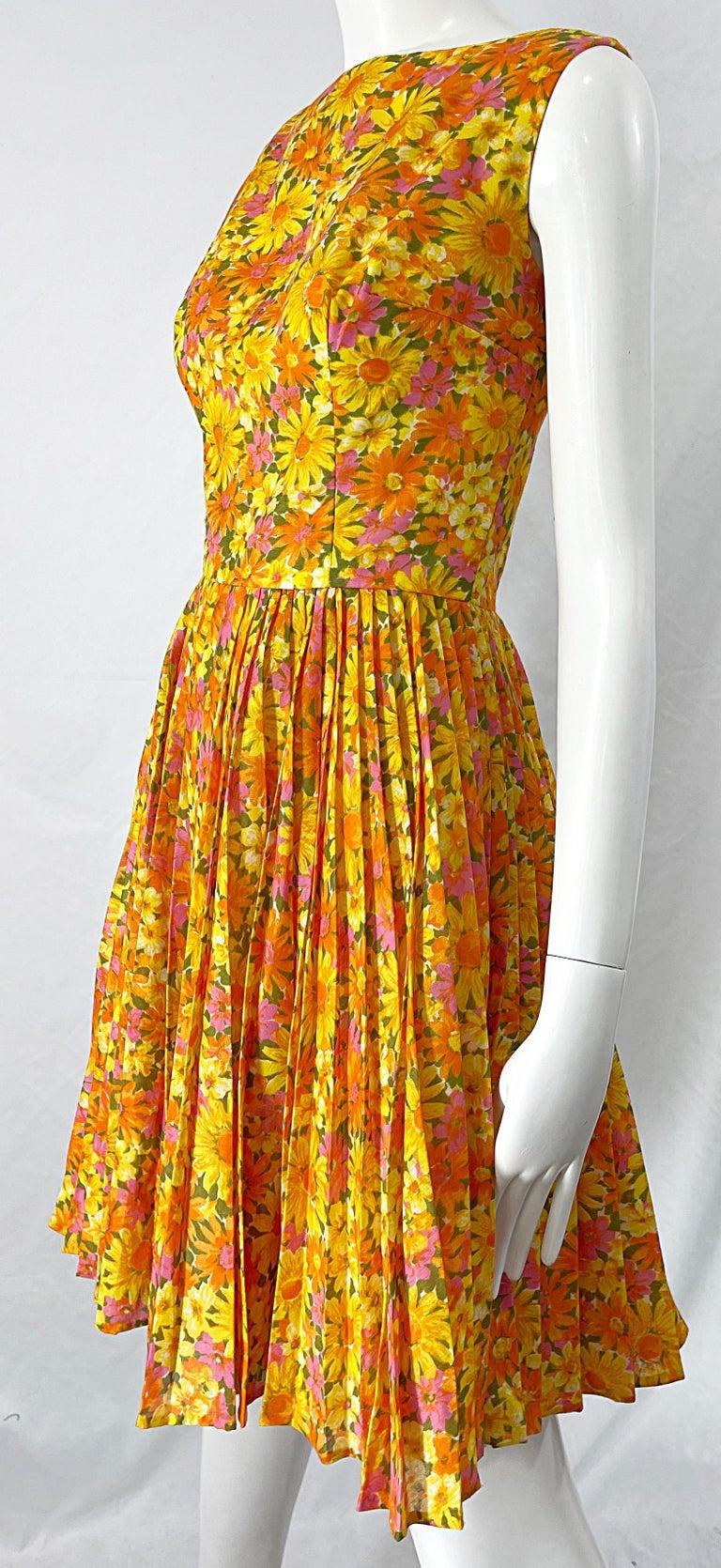 Women's 1950s Suzy Perette Yellow Pink Orange Daisy Print Cotton Vintage 50s Dress For Sale