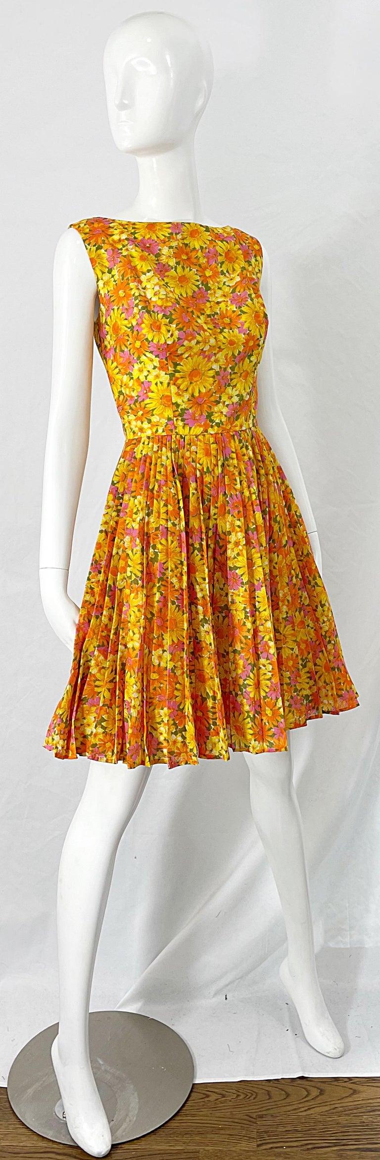 1950s Suzy Perette Yellow Pink Orange Daisy Print Cotton Vintage 50s Dress For Sale 1