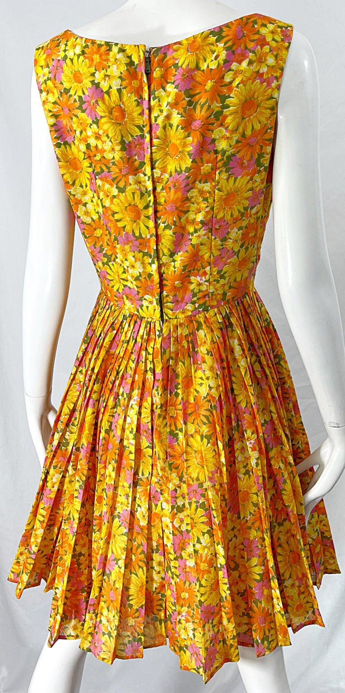 1950s Suzy Perette Yellow Pink Orange Daisy Print Cotton Vintage 50s Dress For Sale 2