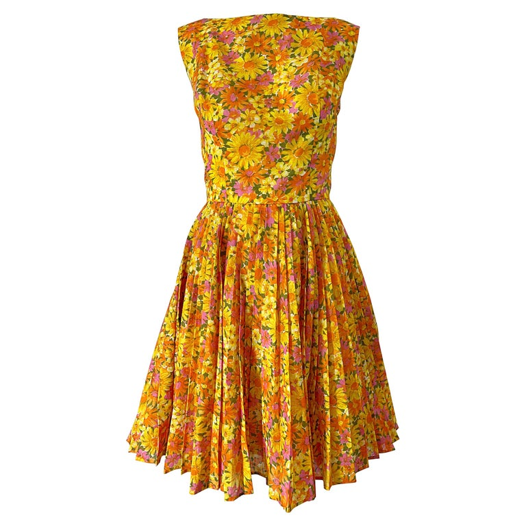 1950s Suzy Perette Yellow Pink Orange Daisy Print Cotton Vintage 50s Dress For Sale