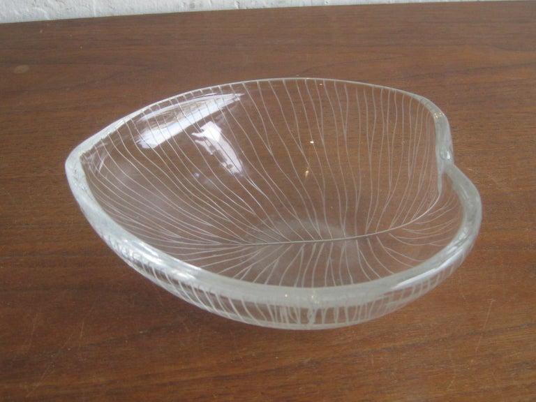 1950s Tapio Wirkkala for Iittala Finnish Studio Art Glass Figural Leaf Bowl Dish For Sale 1