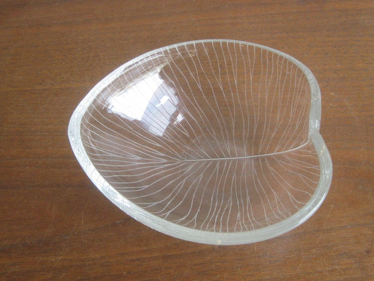 1950s Tapio Wirkkala for Iittala Finnish Studio Art Glass Figural Leaf Bowl Dish For Sale 2