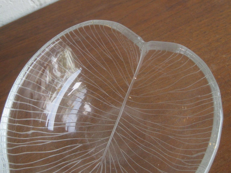 1950s Tapio Wirkkala for Iittala Finnish Studio Art Glass Figural Leaf Bowl Dish For Sale 3