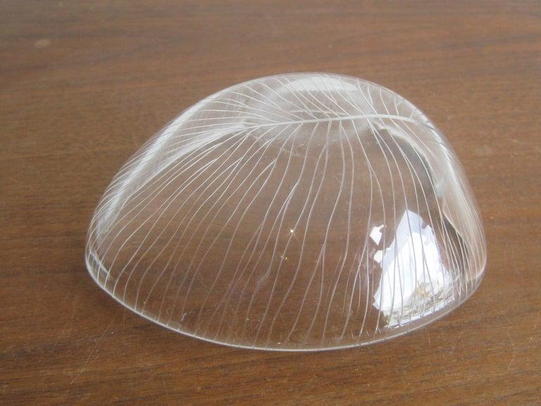 1950s Tapio Wirkkala for Iittala Finnish Studio Art Glass Figural Leaf Bowl Dish For Sale 5