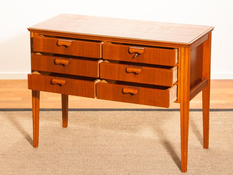 1950s, Teak and Beech Chest of Drawers by Ferdinand Lundquist In Good Condition For Sale In Silvolde, Gelderland