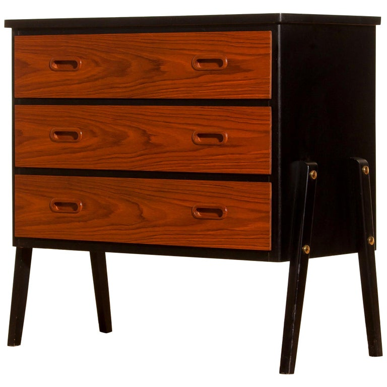 Beautiful small chest of drawers made by Gyllensvaans Möbler, Sweden (marked). This chest of drawers is made of teak and has three drawers. It looks great with the black details and is in a very nice condition. Period, 1950s. Dimensions: H 68 cm