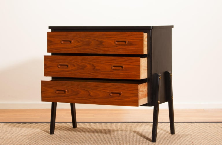 Swedish 1950s, Teak Small Chest of Drawers by Gyllenvaans Möbler, Sweden For Sale
