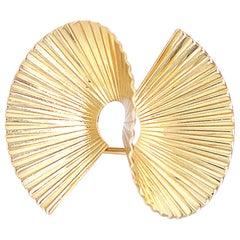 1950s Tiffany & Co. Retro Ribbed Swirl Pin Brooch 14 Karat Yellow Gold