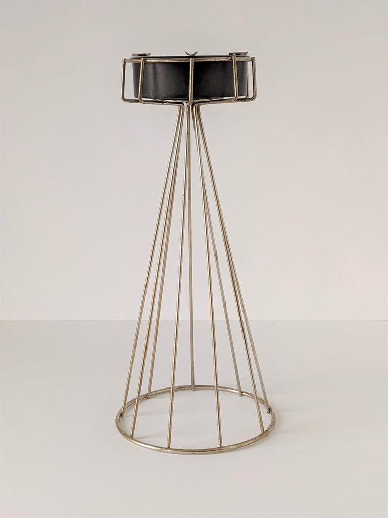 Mid-Century Modern 1950s Tony Paul Floor\Standing Wire Ashtray, USA For Sale
