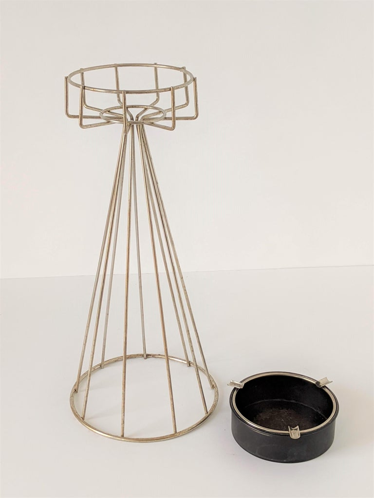 Mid-20th Century 1950s Tony Paul Floor\Standing Wire Ashtray, USA For Sale