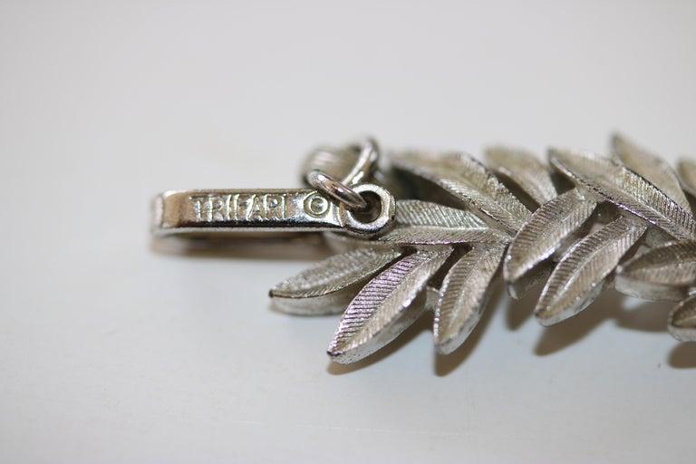 Women's 1950s Trifari Organic Modern Silver Leaf Necklace & Earrings Set For Sale