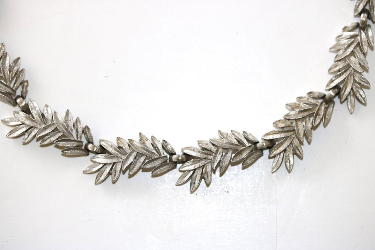 1950s Trifari Organic Modern Silver Leaf Necklace & Earrings Set For Sale 2