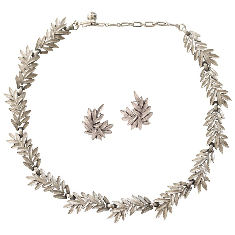 1950s Trifari Organic Modern Silver Leaf Necklace & Earrings Set For Sale